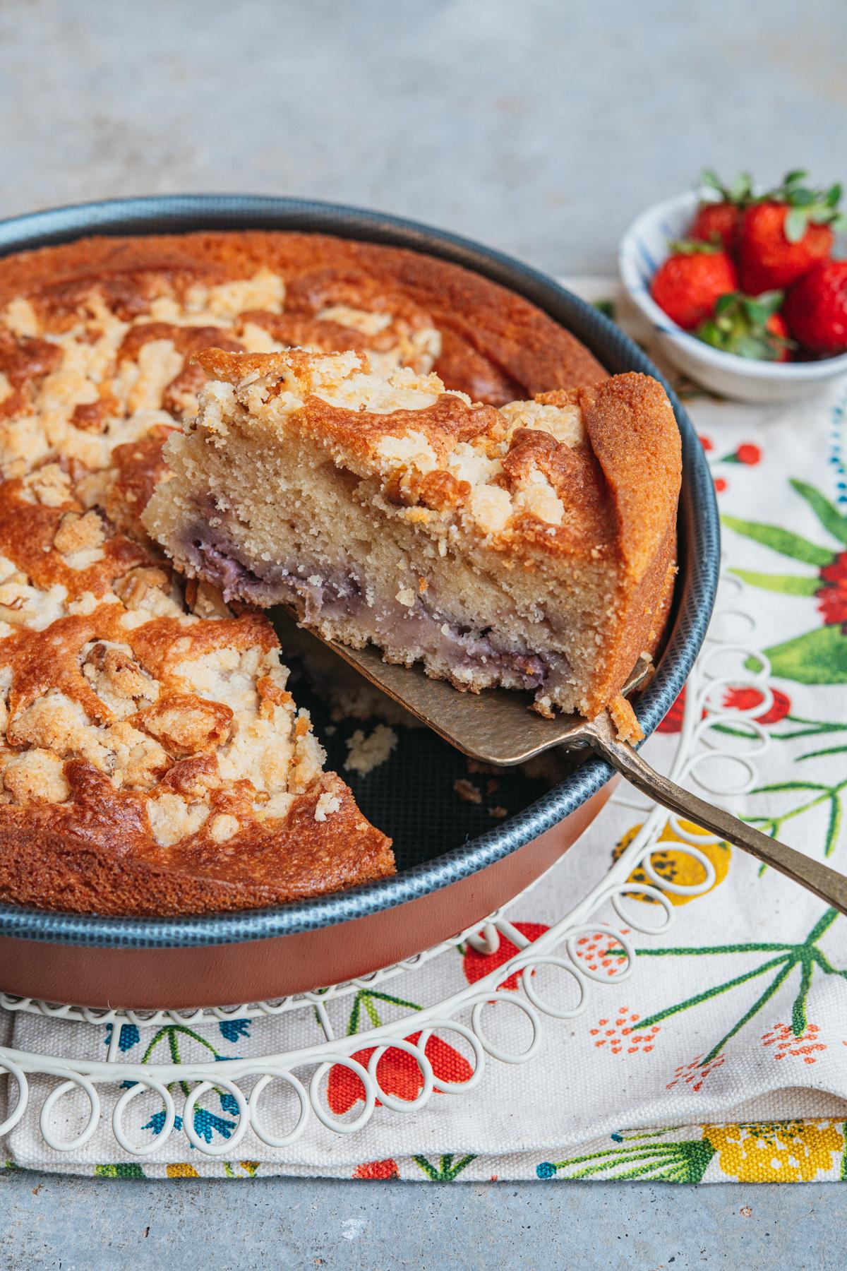 bolo de morango com farofa crocante